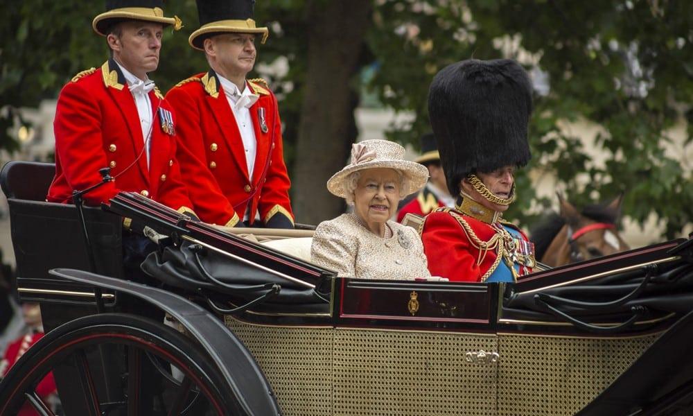 Königin Elizabeth II. plant offenbar ihren Rücktritt