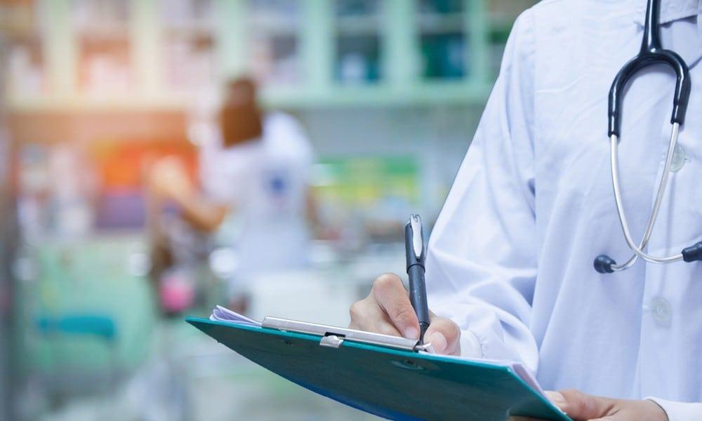 BuzzStudentin schwitzt Blut Das steckt hinter der Krankheit