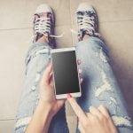 Schrecklich! Schülerin (17) spielt mit Handy und stirbt