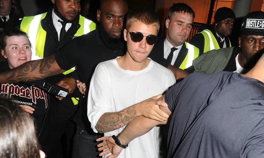 Schlagfertig auf der Promi-Party : Justin Bieber rettet Frau aus Würgegriff