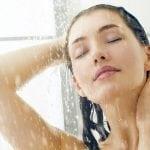 7 Dinge, die du nicht unter der Dusche machen solltest