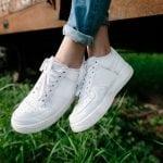 Sneakers ohne Socken tragen: So bleiben deine Füße geruchsfrei