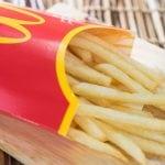 So bekommt du bei McDonald's eine zweite Pommes gratis dazu