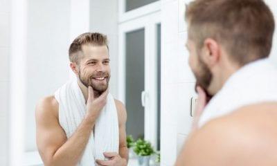 Ein Mann im Bad
