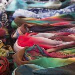 Designer-Schal sieht wie eine Vagina aus