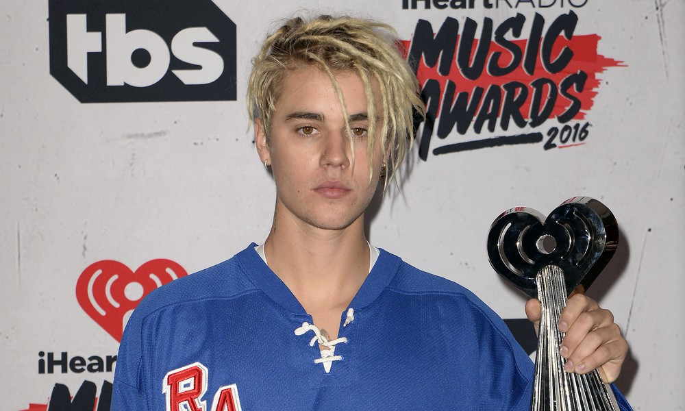 Justin Bieber Neuer Look Die Haare Sind Komplett Ab Kukksi De