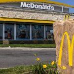 Weil Ketchup fehlt: Frau würgt McDonald's-Mitarbeiter