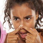 Darum solltest du NIE einen Pickel auf der Nase ausdrücken
