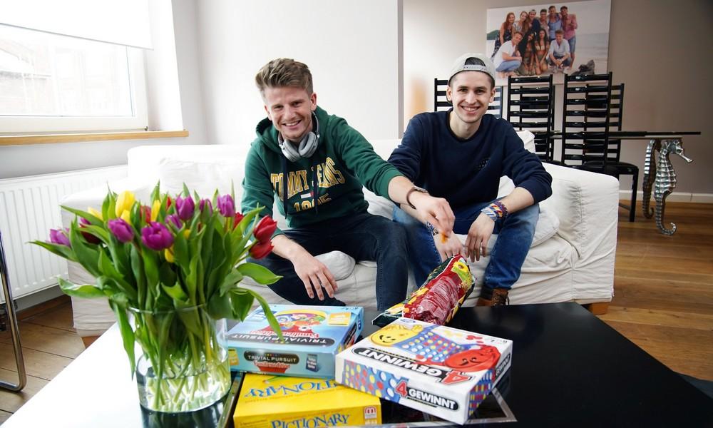 Lukas Kepser und Taylor Luc Jacobs (r.)