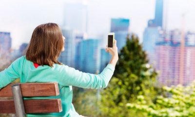 Eine Frau macht ein Selfie