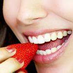 Diese 10 Lebensmittel machen deine Zähne weiß