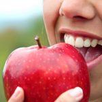 10 Lebensmittel, die deine Zähne weißer machen