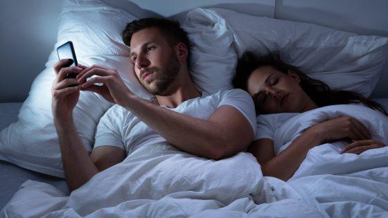 Ein Paar im Bett