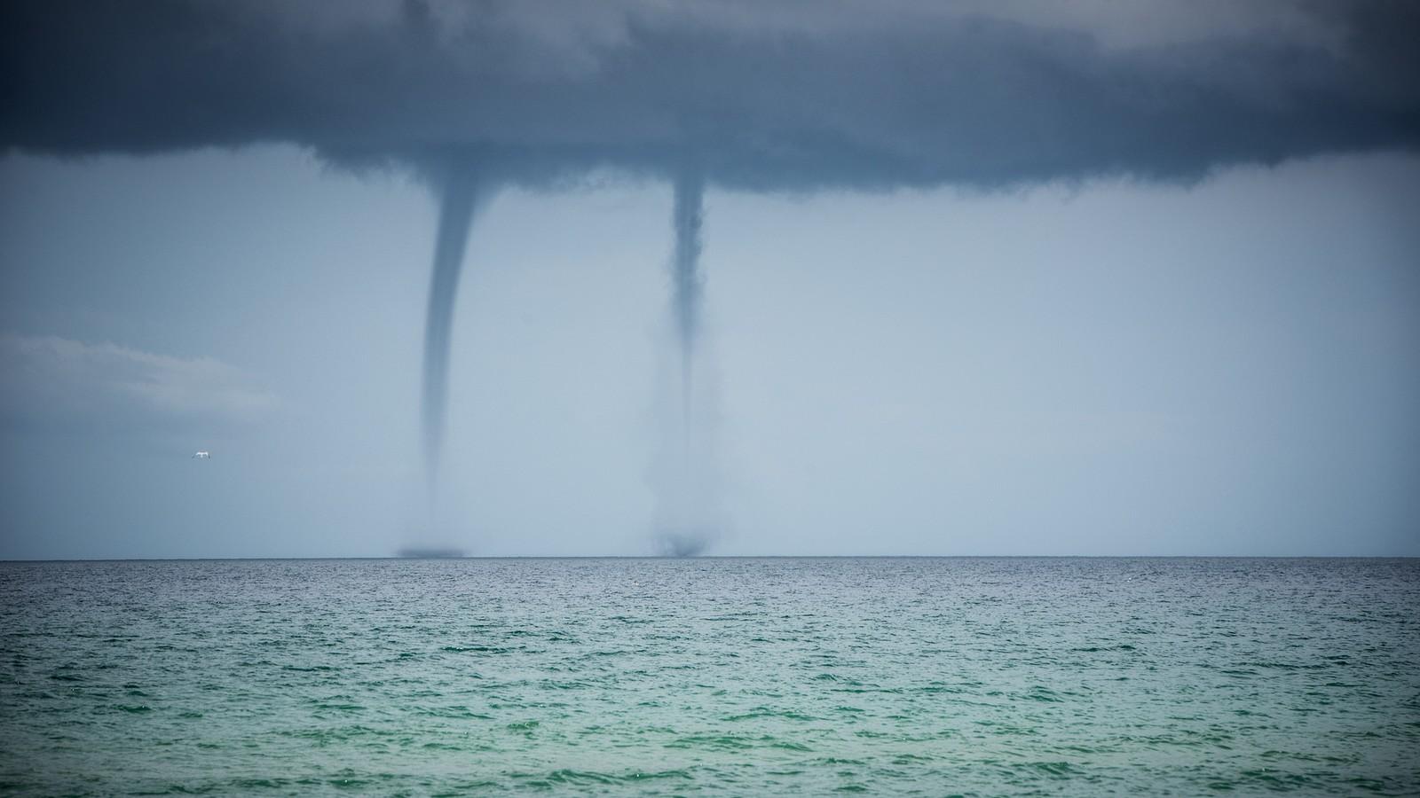 Tornado über dem Meer