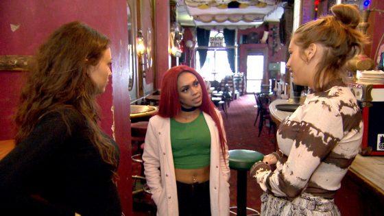 Milla und Olivia lernen bei ihrem Gogo-Einsatz Tara kennen