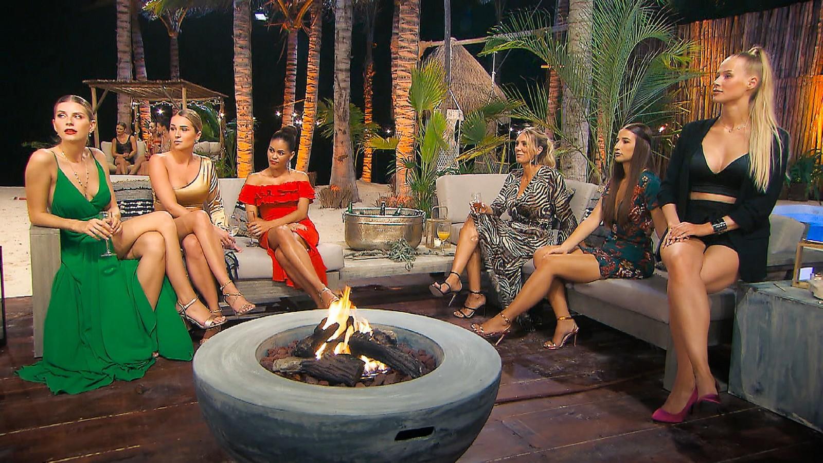 "Wioleta, Jessi, Desiree, Jenny T., Natali und Leah Marie bei ""Der Bachelor"""