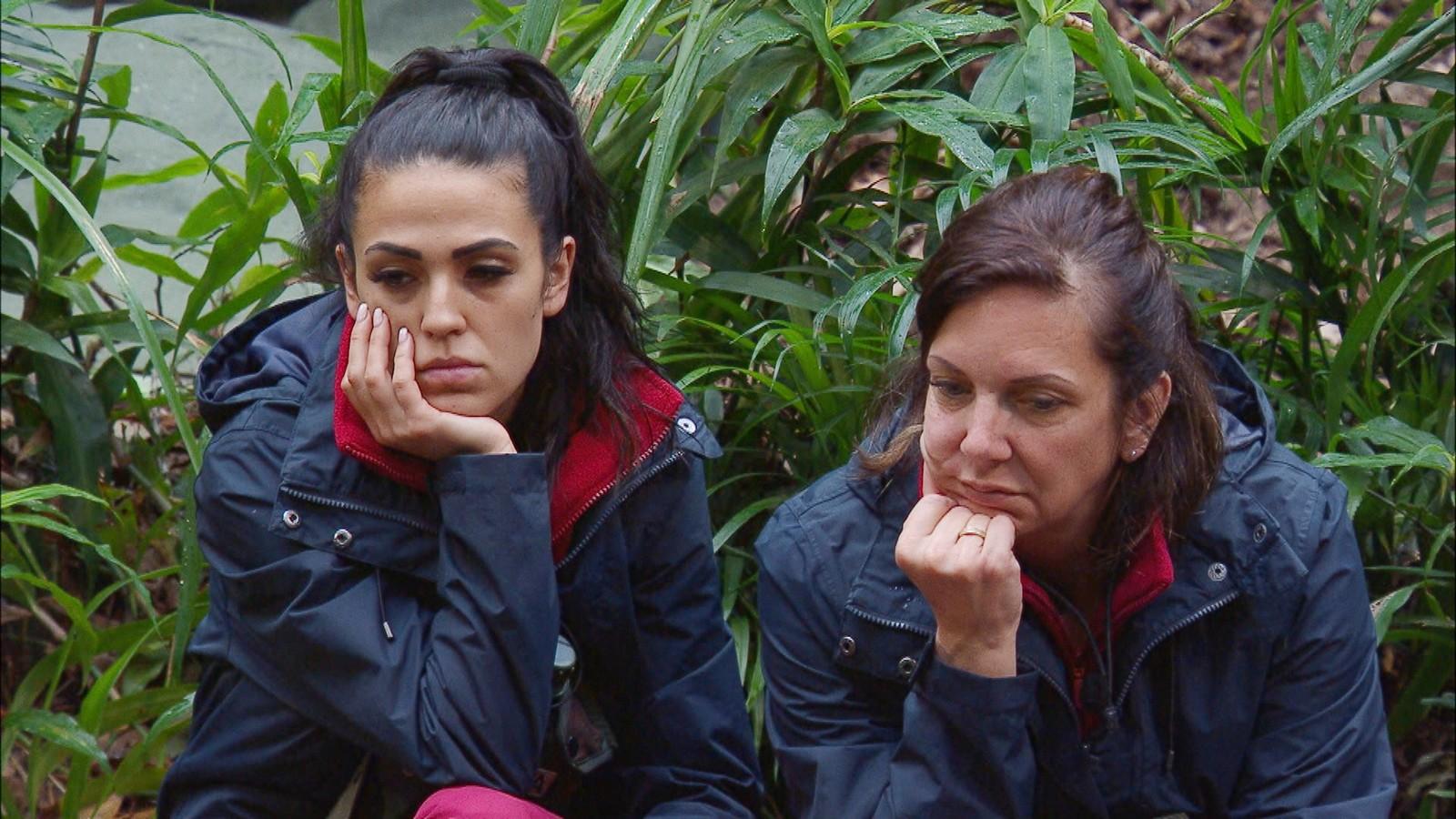 Elena Miras und Daniela Büchner im Dschungelcamp