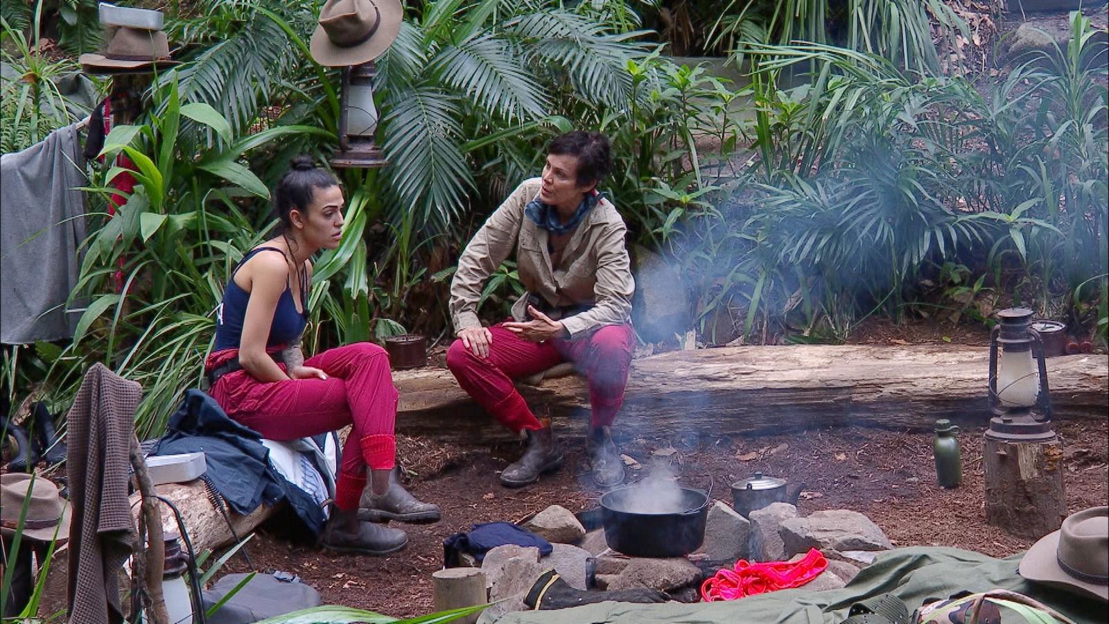 Elena Miras und Sonja Kirchberger im Dschungelcamp