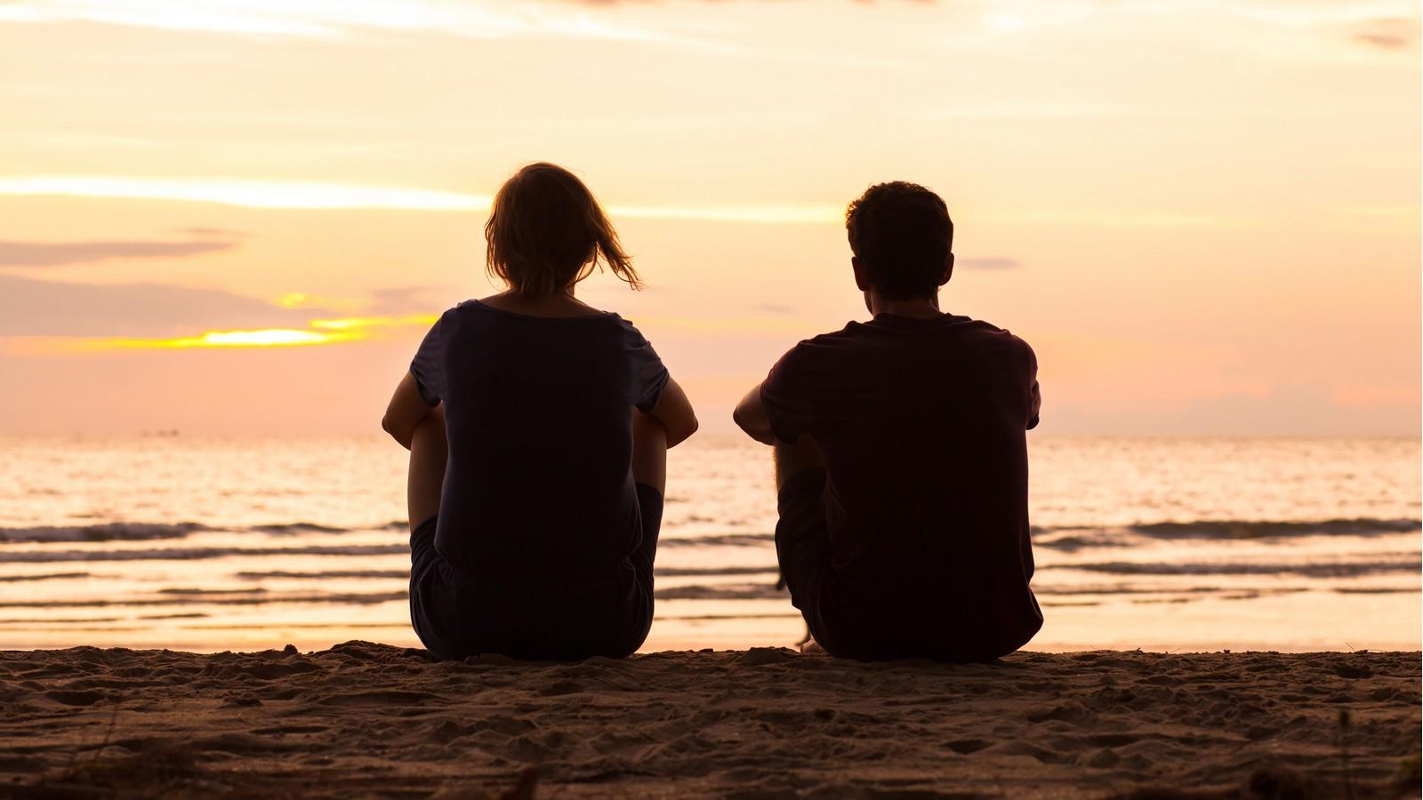 Ein Paar am Meer