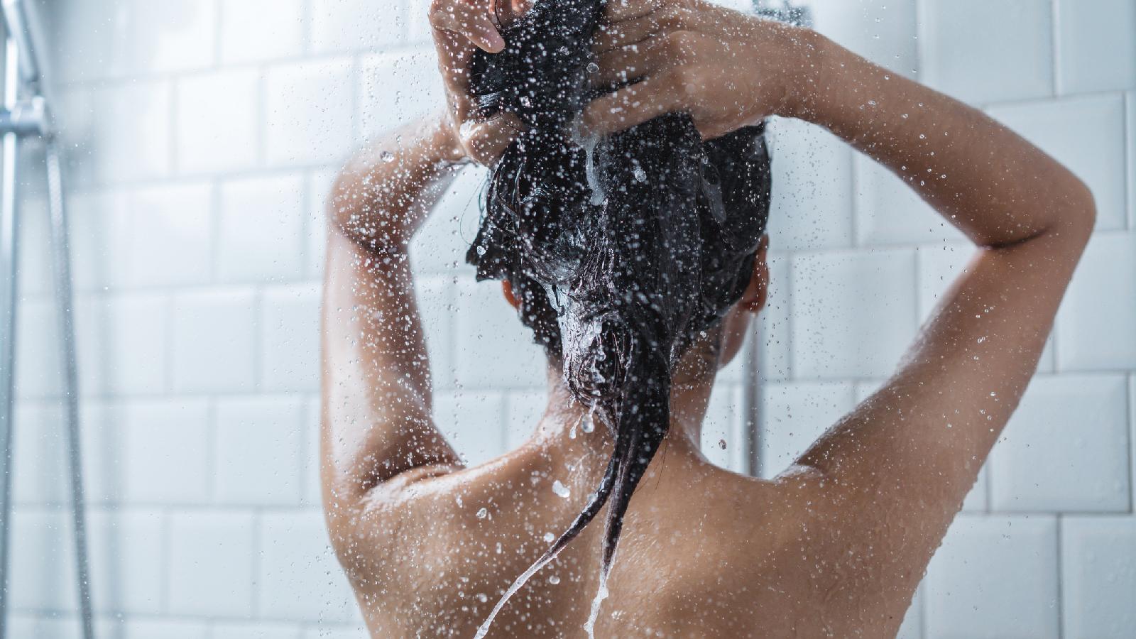 Darum nie heiß duschen im WInter