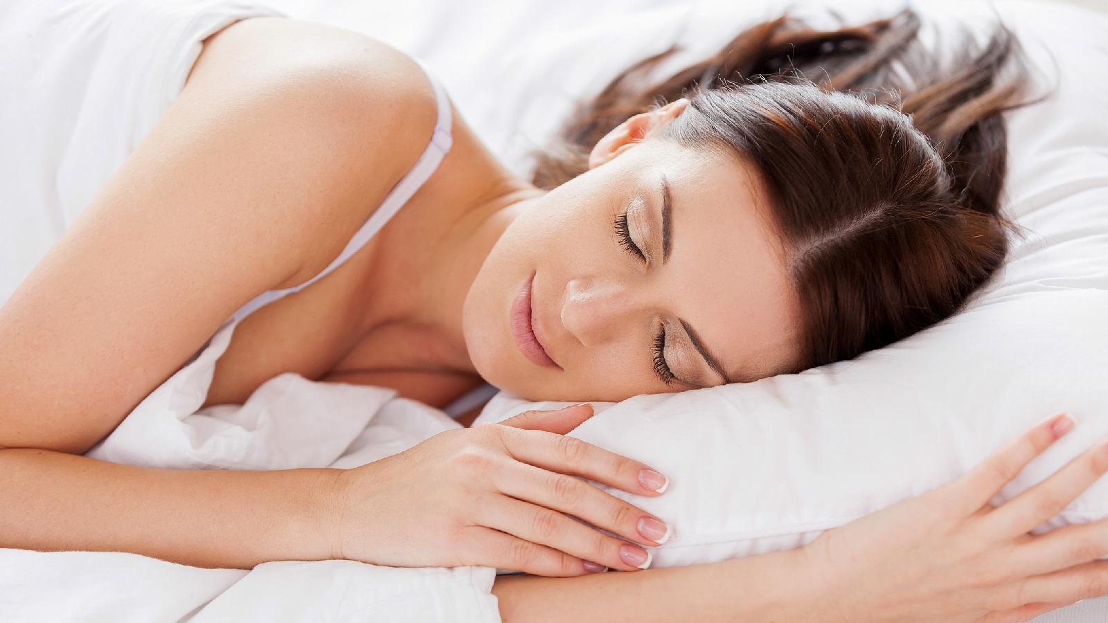 Schlafen mit BH 2 zugeschnitten