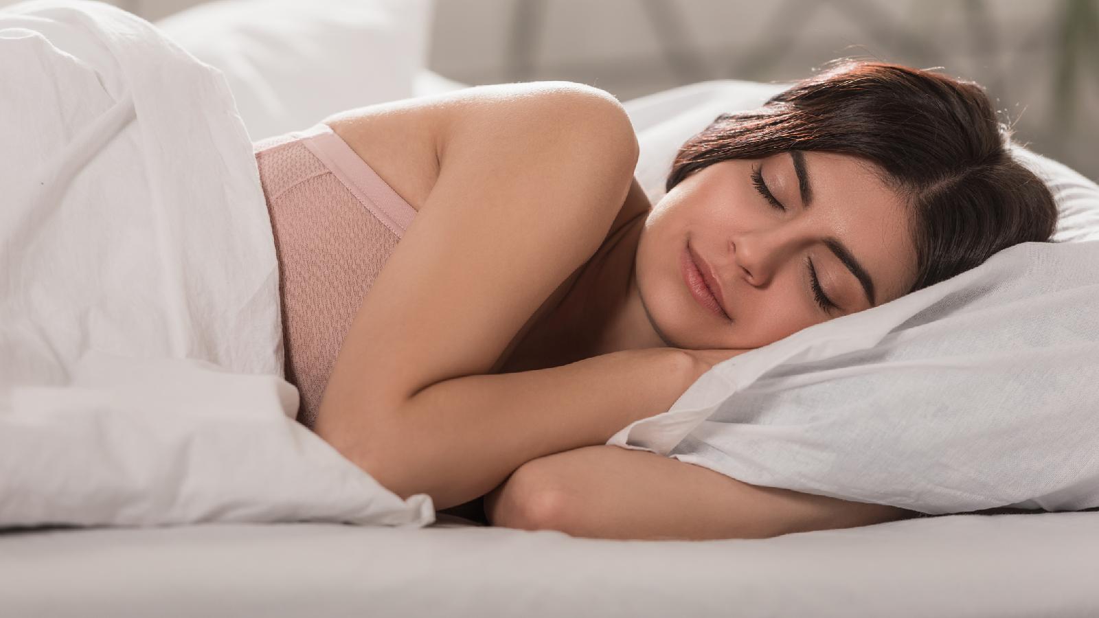 Schlafen mit BH zugeschnitten