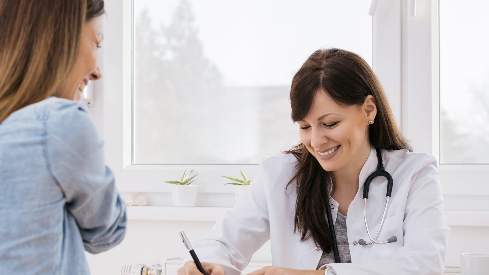 Bei diesen Fragen solltest du den Frauenarzt niemals