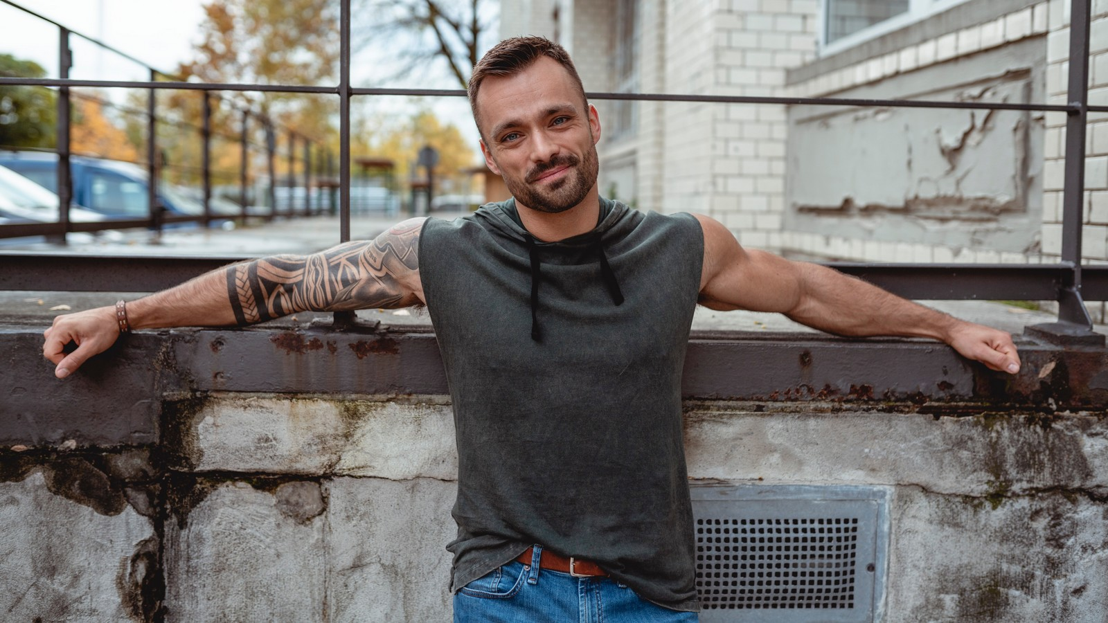 Mike (Filip Nikolic) aus