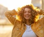 Diese 4 Dinge machen deine Haare im Sommer kaputt