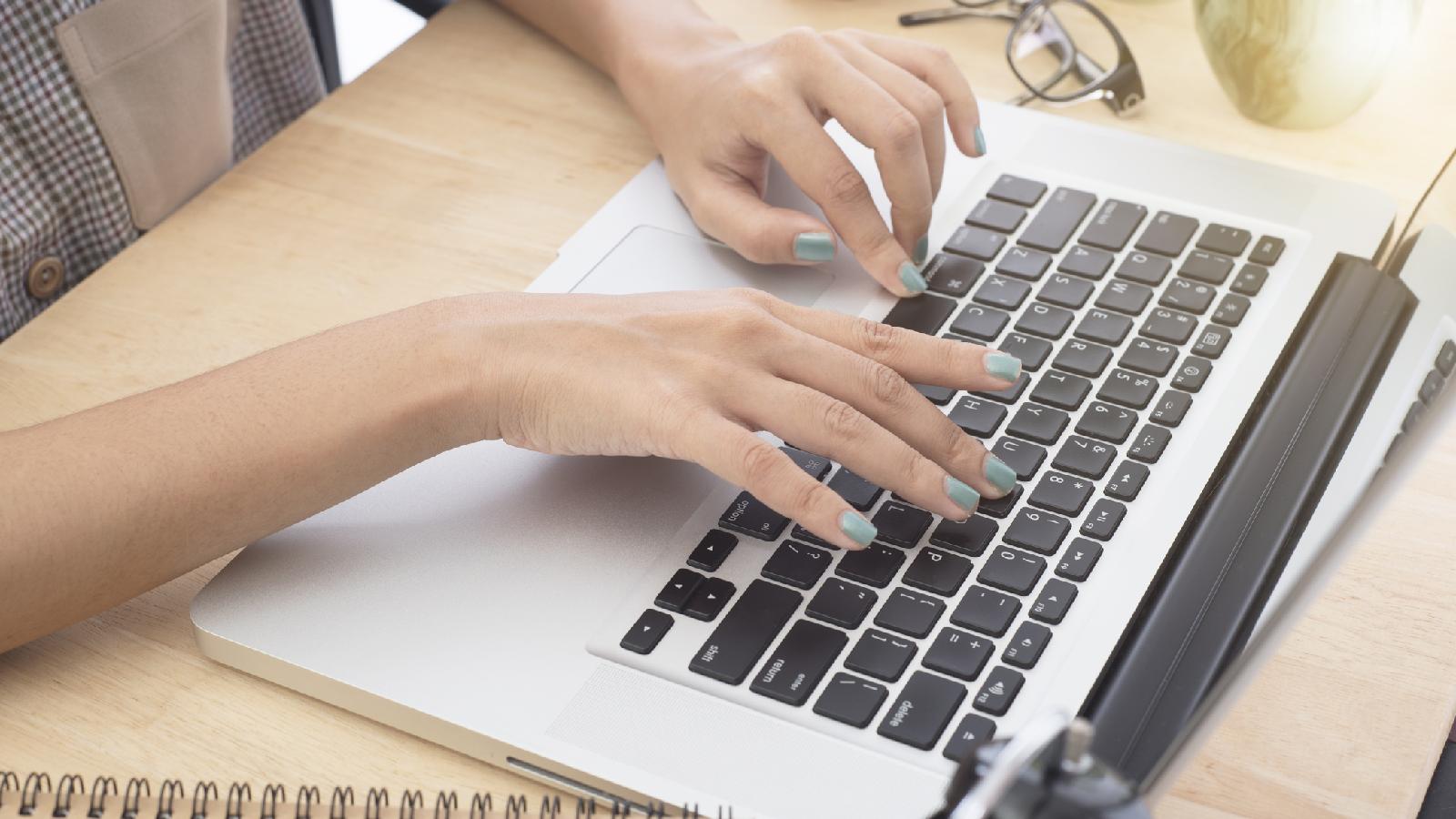 So reinigst du deine Tastatur richtig