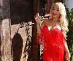 Promi Big Brother 2020: Sind die Brüste von Emmy Russ echt?