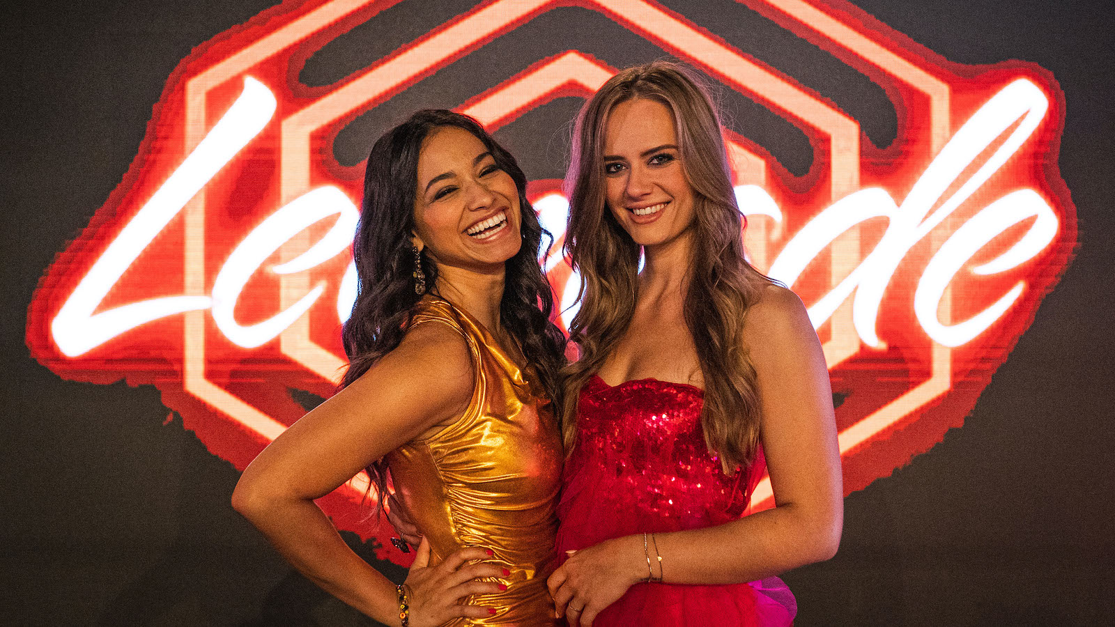 Leonie und Shinade gewinnen Show