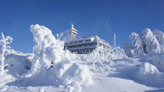 Schnee auf dem Fichtelberg