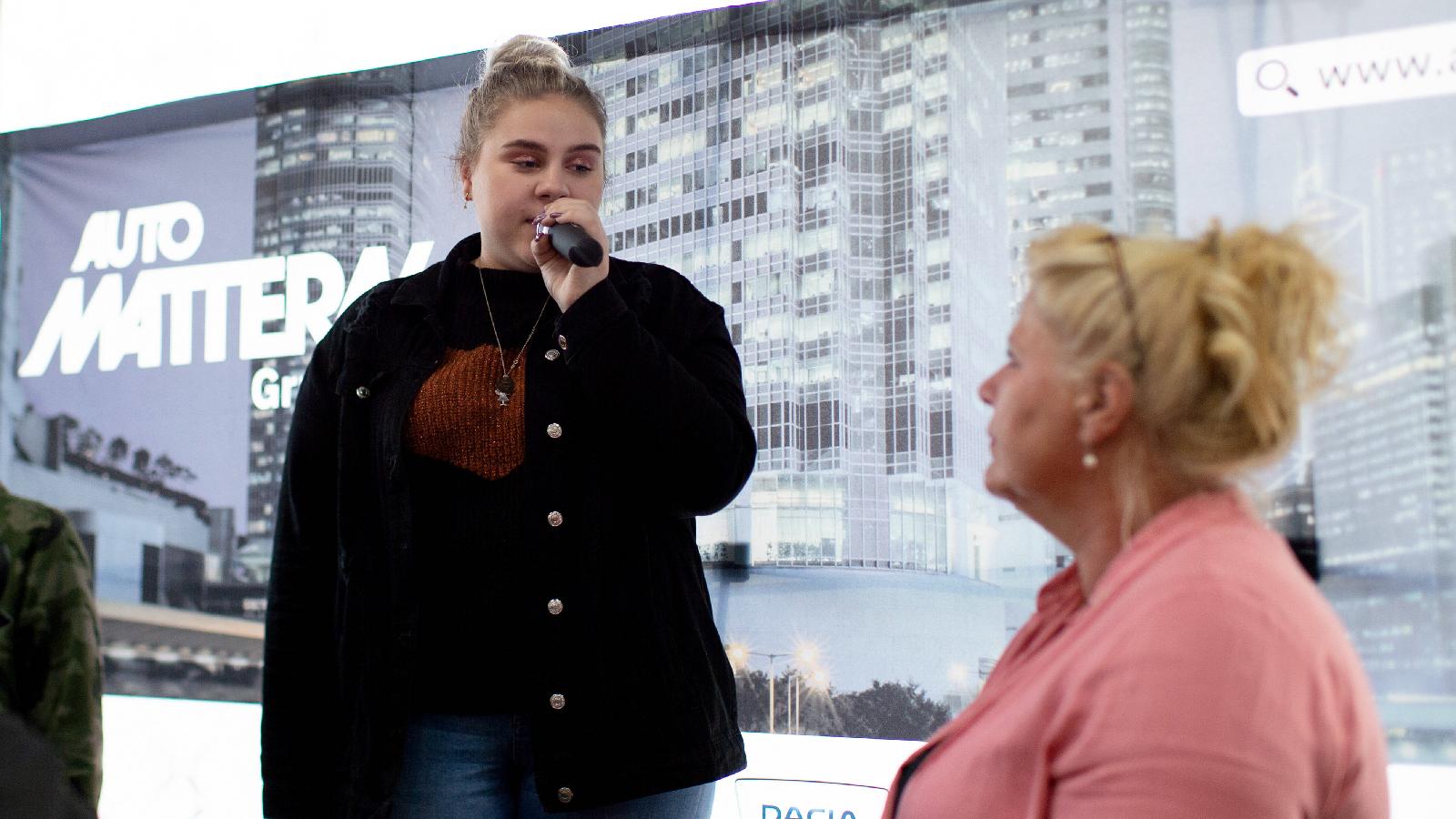 Estefania Wollny protestiert gegen Maskenpflicht