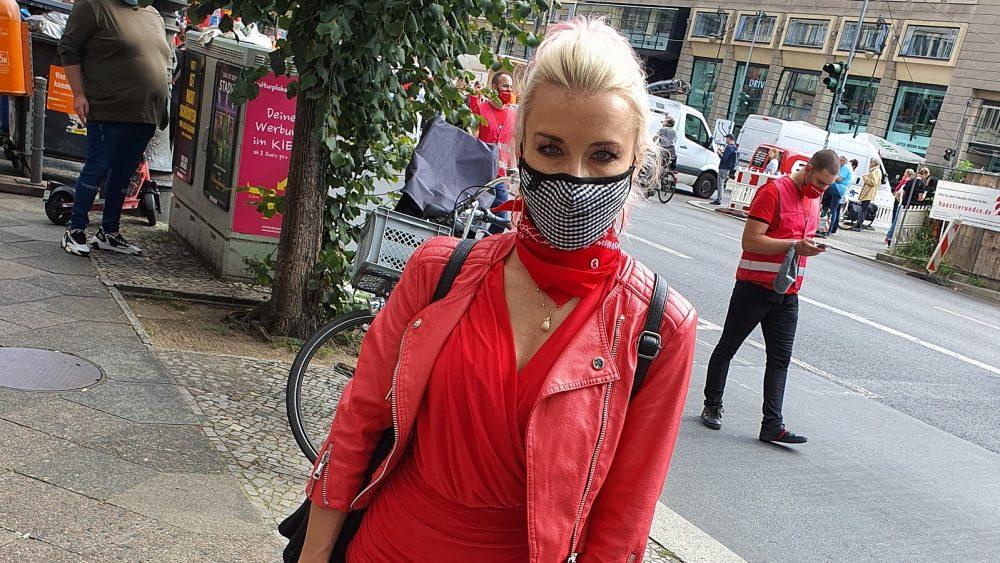 #AlarmstufeRot: Mia Julia Brückner bei Demo in Berlin
