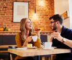 Love Bombing: Das steckt hinter dem Dating-Phänomen!