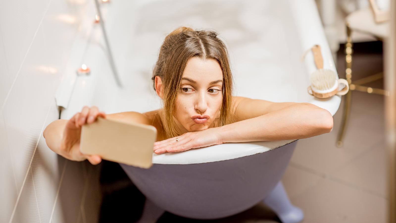 Darum solltest du nie dein Handy mit in die Badewanne nehmen