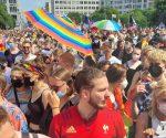 CSD in Berlin: Mehr als 65.000 feiern schrill, bunt & laut